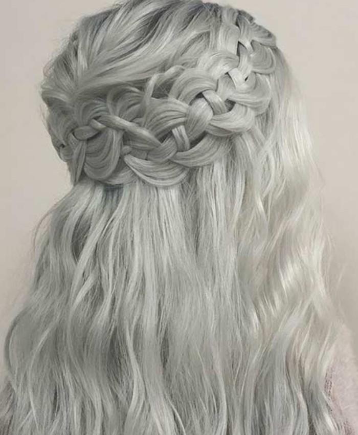 Tết tóc kiểu vòng cung sau đầu