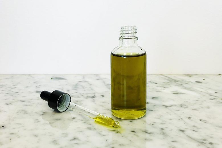 Dùng dầu oliu để tẩy trang