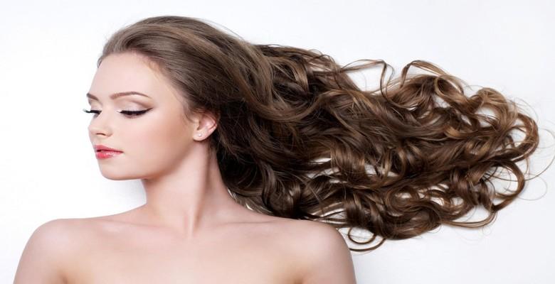 Cách chăm sóc tóc uốn phần đuôi tốt nhất là lựa chọn dầu gội phù hợp