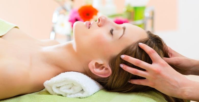 Massage da đầu hàng ngày giúp tóc nhanh mọc dài