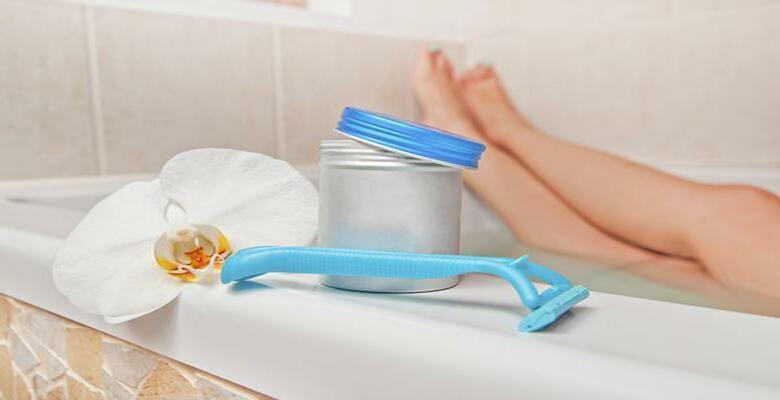 Vệ sinh sạch sẽ sau khi cạo lông mu