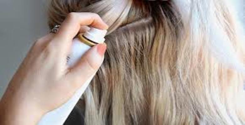 Sử dụng xịt dưỡng để chăm sóc mái tóc thêm suôn mềm, chắc khỏe