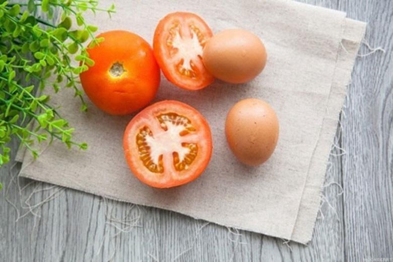 Trứng và cà chua