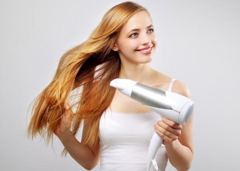 Chỉ nên hong tóc bằng chế độ gió mát ở máy sấy