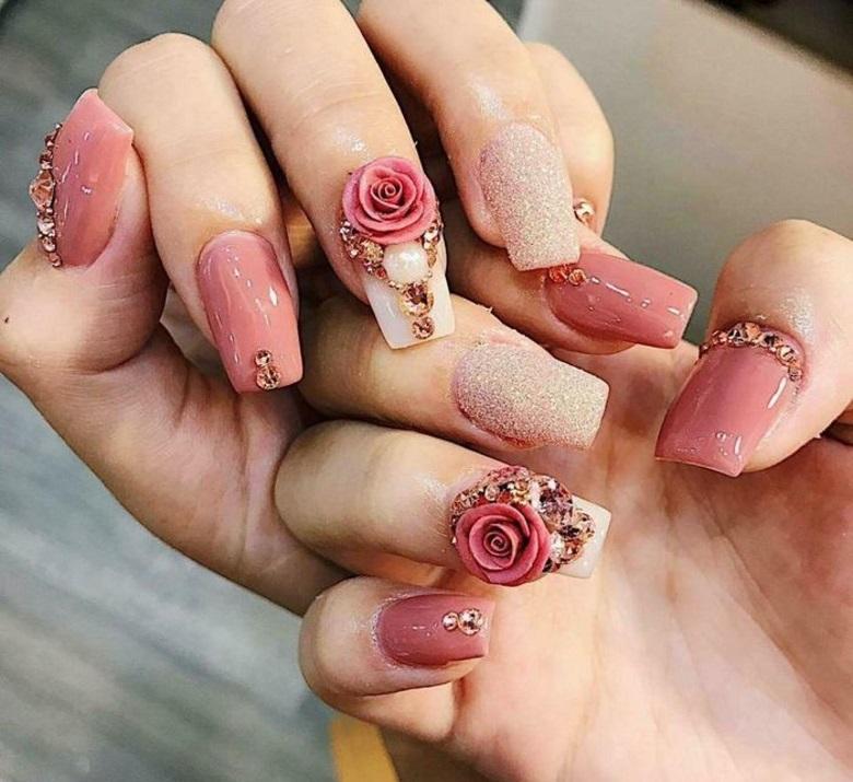 Móng tay đắp hoa