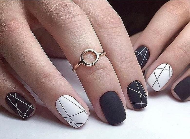 Mẫu nail kẻ sọc đơn giản