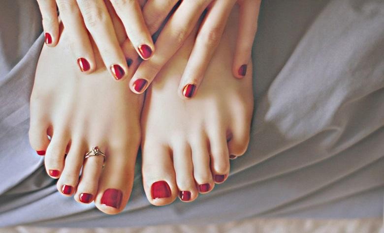 Sơn gel móng chân