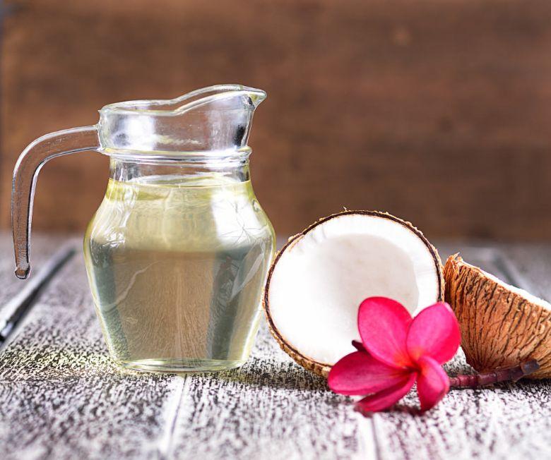 Trị gàu bằng dầu dừa