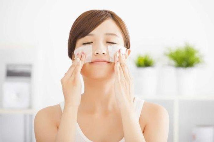 Cách làm hết chất nhờn trên da mặt