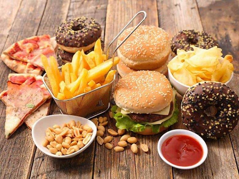 Ăn nhiều đồ ăn chứa dầu mỡ là tác nhân gây mụn bọc