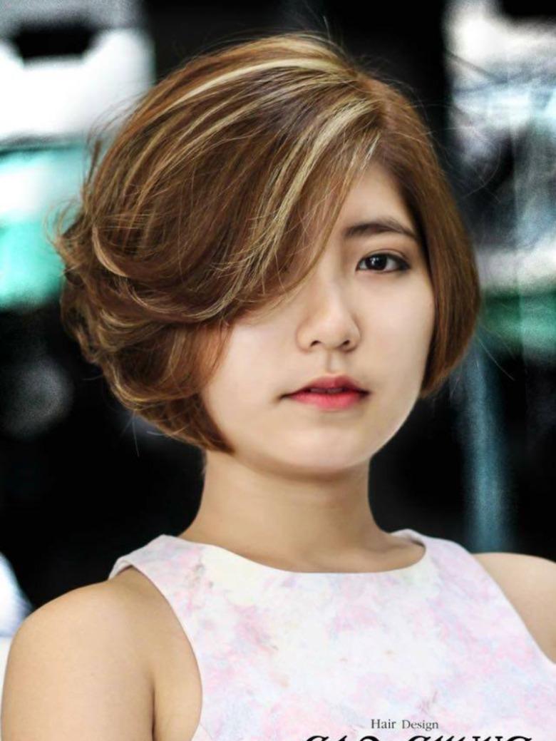 Mẫu tóc layer ngắn uốn cụp hài hòa và thanh lịch