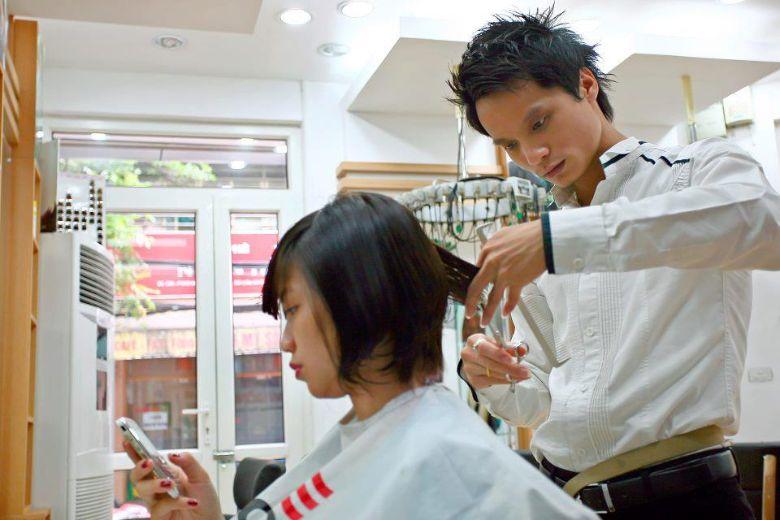 Tiệm cắt tóc đẹp ở đống đa