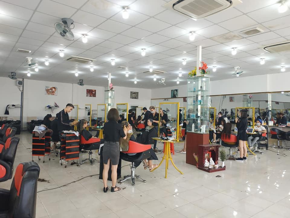 Mái tóc óng ả được các chuyên gia tại Sài Gòn Tóc Thủ Đức thực hiện