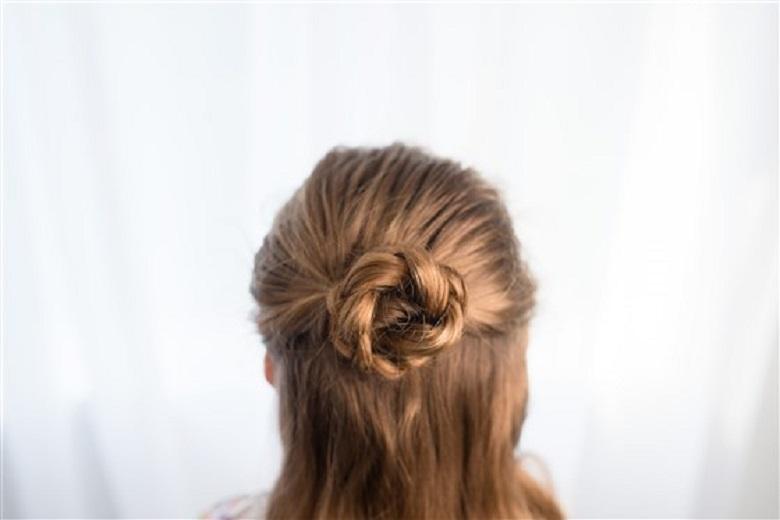 các kiểu tóc đơn giản cho bé gái