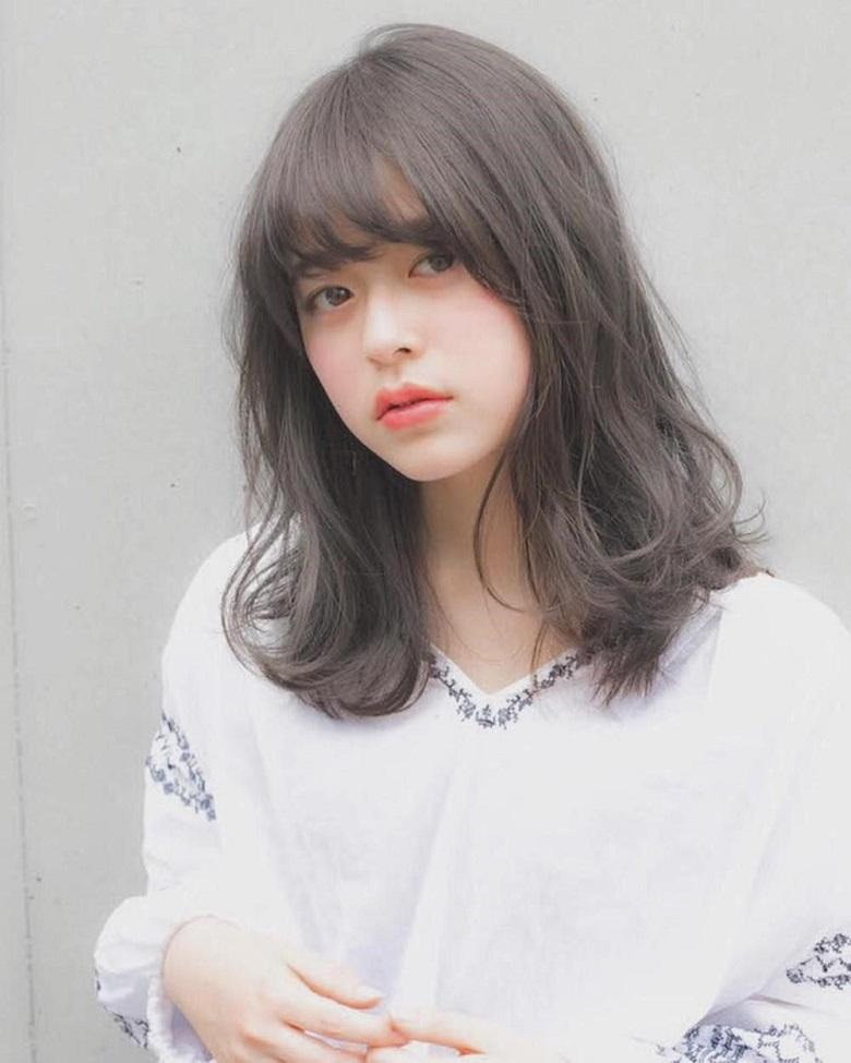 Kiểu tóc kết hợp với mái thưa tạo vẻ ngọt ngào khó cưỡng