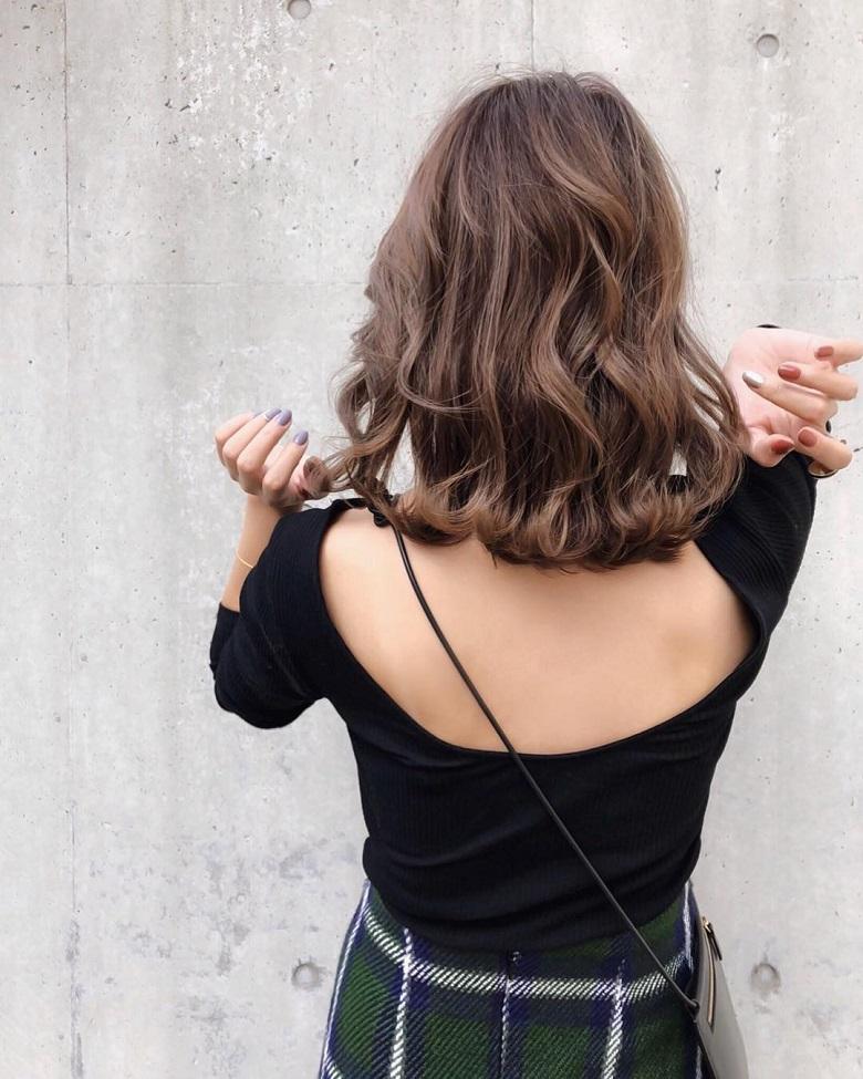 <strong>tóc xoăn sóng nước lọn to ngang vai</strong>
