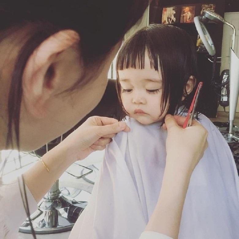 Một số lưu ý trước khi cắt tóc cho con gái yêu