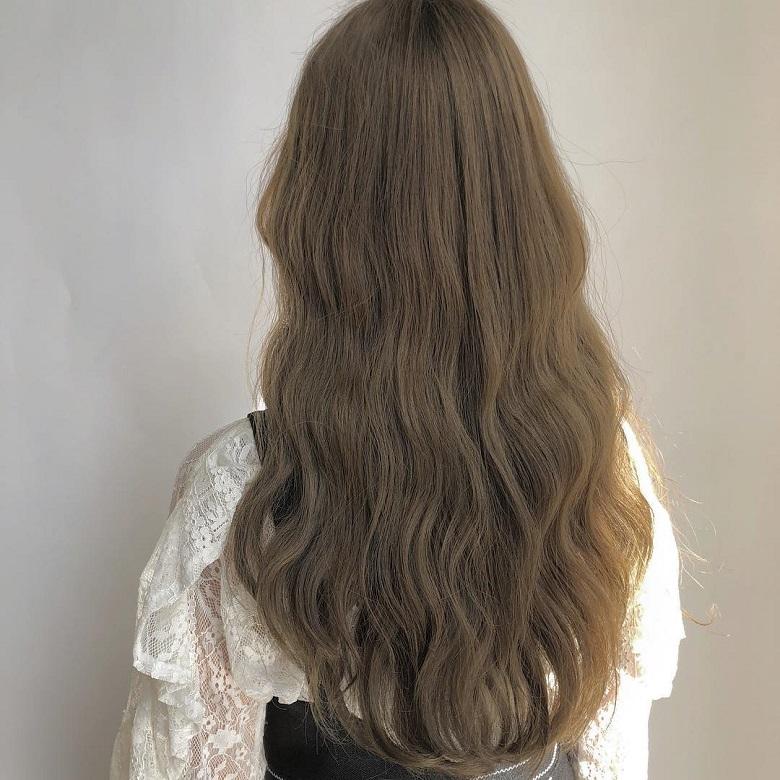 Màu tóc nâu rêu đem đến sức hút đầy quyến rũ