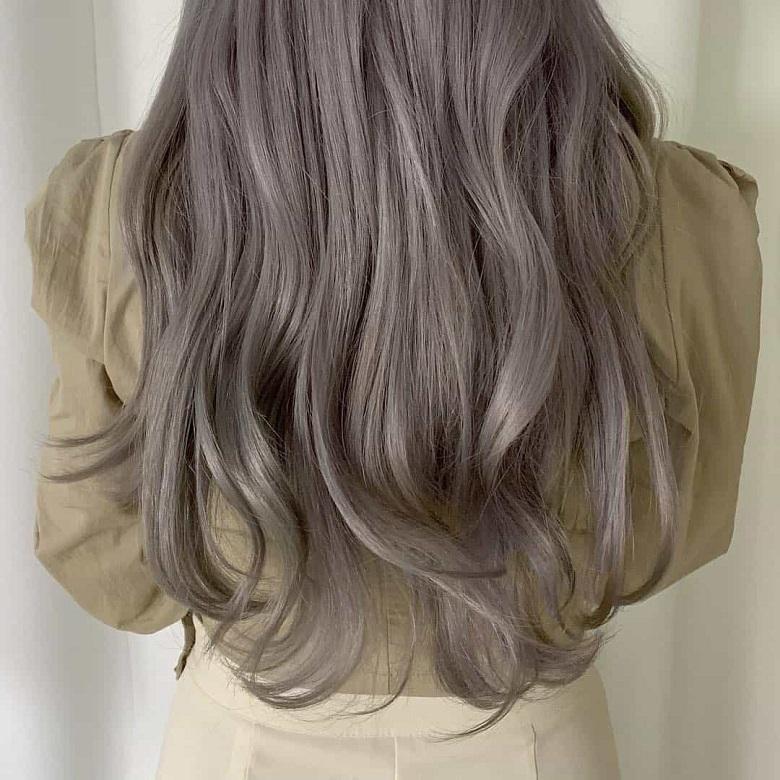 Khẳng định cá tính với màu tóc nâu tây xám khói