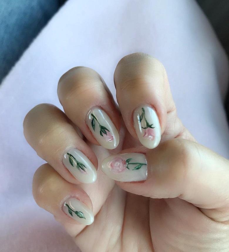 Nhẹ nhàng và duyên dáng hơn với mẫu nail nền trắng hoa hồng