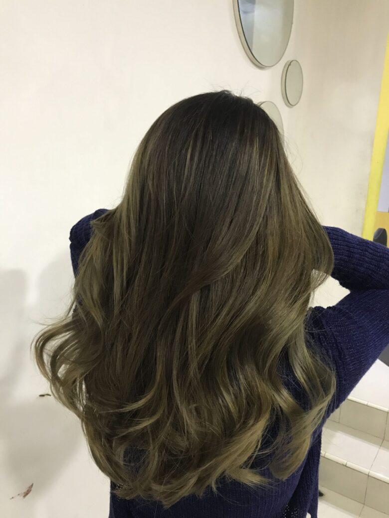 Một ma lực mạnh mẽ đến từ mái tóc màu nâu rêu